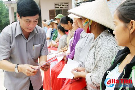 Cac don vi, doanh nghiep tiep tuc den voi nguoi dan vung lu Ha Tinh - Anh 2
