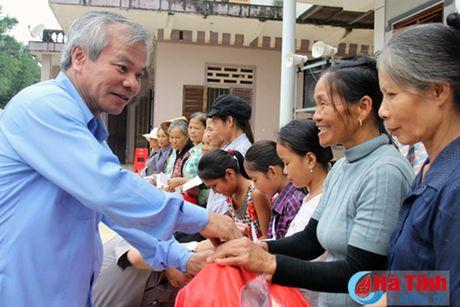 Cac don vi, doanh nghiep tiep tuc den voi nguoi dan vung lu Ha Tinh - Anh 3