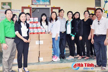 Cac don vi, doanh nghiep tiep tuc den voi nguoi dan vung lu Ha Tinh - Anh 7