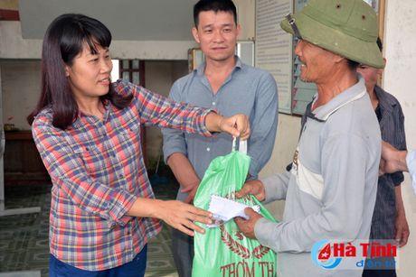 Cac don vi, doanh nghiep tiep tuc den voi nguoi dan vung lu Ha Tinh - Anh 9