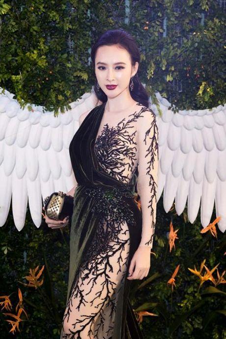 Vi sao Angela Phuong Trinh pha vo 'loi the' tro lai voi hinh anh sexy, phan cam? - Anh 10