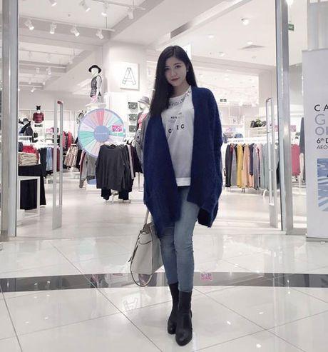 Phong cach thoi trang khong hang hieu van dang khen cua ban gai moi Phan Thanh - Anh 6