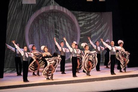 Lan dau dung opera co dien theo phong cach Broadway hien dai - Anh 1
