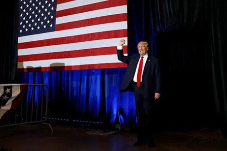 Trump tan cong cac bang thanh tri Dan chu hai ngay chay dua cuoi cung - Anh 1