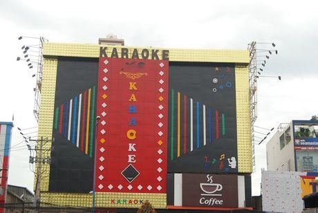 Nhieu bien quang cao karaoke sieu khung - Anh 1