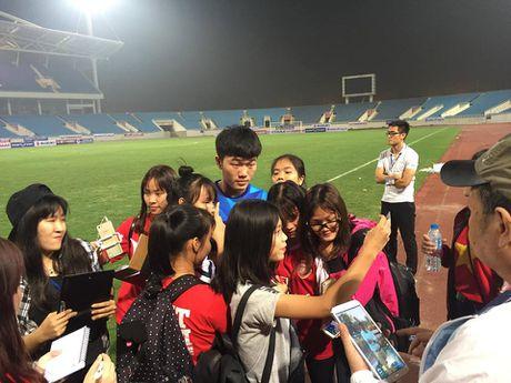 Cong Phuong, Xuan Truong bi 'fan' vay o san My Dinh - Anh 12