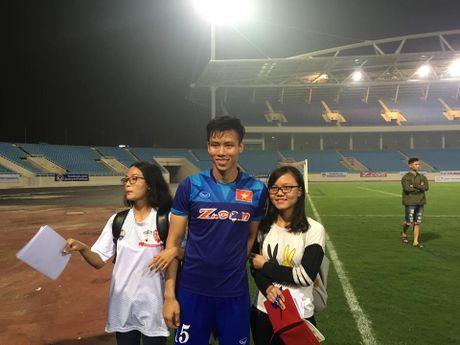 Cong Phuong, Xuan Truong bi 'fan' vay o san My Dinh - Anh 13