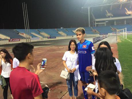 Cong Phuong, Xuan Truong bi 'fan' vay o san My Dinh - Anh 14