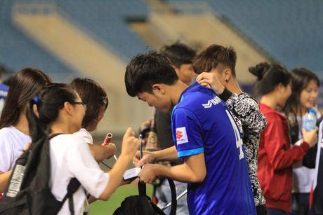 Cong Phuong, Xuan Truong bi 'fan' vay o san My Dinh - Anh 15