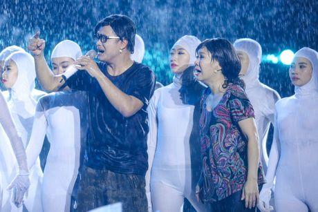 Hon 15.000 khan gia doi mua xem liveshow cua Viet Huong - Anh 11
