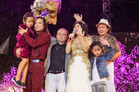 Hon 15.000 khan gia doi mua xem liveshow cua Viet Huong - Anh 14