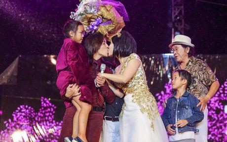 Hon 15.000 khan gia doi mua xem liveshow cua Viet Huong - Anh 15
