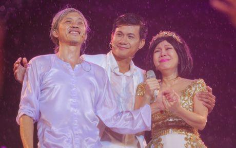 Hon 15.000 khan gia doi mua xem liveshow cua Viet Huong - Anh 1