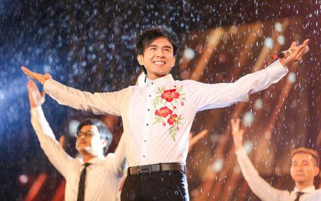 Hon 15.000 khan gia doi mua xem liveshow cua Viet Huong - Anh 8