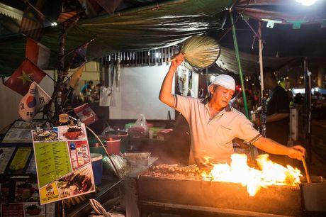 Vi sao Singapore muon quan an duoc van hanh bang may moc? - Anh 1
