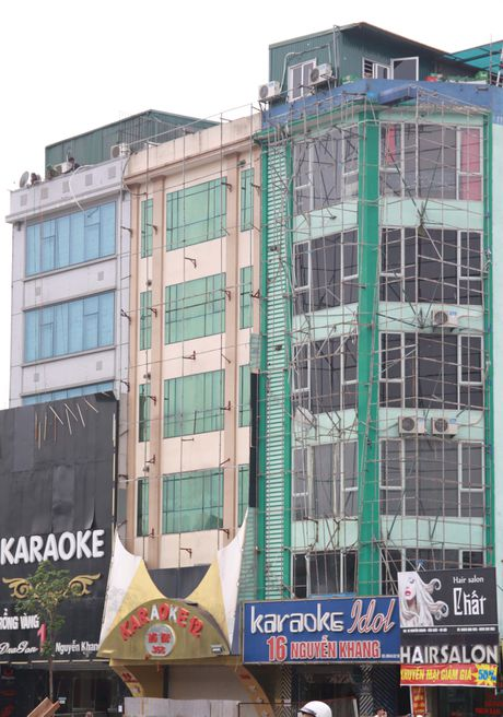 Hang loat quan karaoke o Ha Noi thao do bien quang cao de ban sat vun - Anh 9
