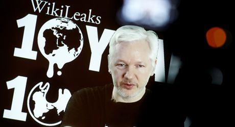 Bat ngo truyen thong phuong Tay 'qua cau rut van' voi WikiLeaks - Anh 1