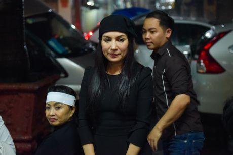 Phi Nhung, Phuong Thanh vieng sau nu Ut Bach Lan luc nua dem - Anh 1