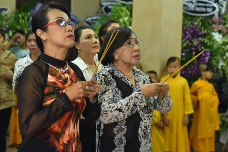 Phi Nhung, Phuong Thanh vieng sau nu Ut Bach Lan luc nua dem - Anh 9