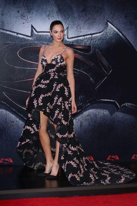 10 chiec vay dep nhat cua my nhan 'Wonder Woman' - Anh 8