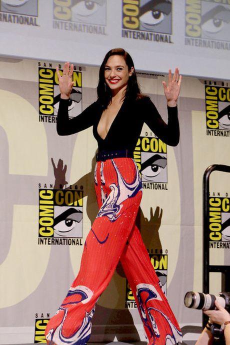 10 chiec vay dep nhat cua my nhan 'Wonder Woman' - Anh 9