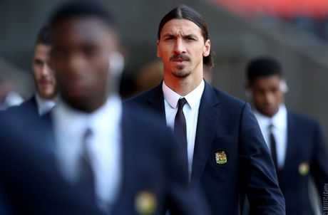 Swansea vs MU (0-3, H1): Ibrahimovic lap cu dup - Anh 10