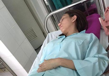 'Hoa hau lang hai' Thu Trang nhap vien khan cap - Anh 1