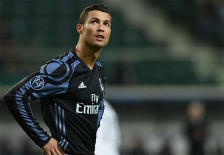 Ronaldo o lai Real den nam 35 tuoi, van huong luong cao nhat - Anh 1