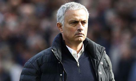 Mourinho du dinh thanh ly 8 cau thu - Anh 1