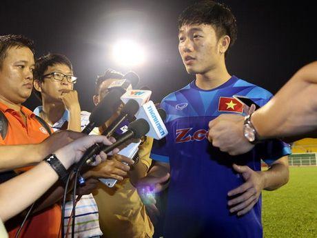 'Xuan Truong gioi nhung can giu doi chan tren mat dat' - Anh 1