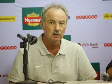 HLV Alfred Riedl danh gia cao Myanmar va Viet Nam - Anh 2
