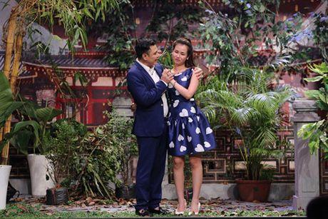 Hua Vi Van bi Tran Thanh 'ep hon' trong On gioi cau day roi - Anh 3