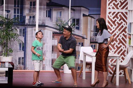 Hua Vi Van bi Tran Thanh 'ep hon' trong On gioi cau day roi - Anh 4