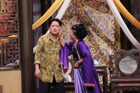 Hua Vi Van bi Tran Thanh 'ep hon' trong On gioi cau day roi - Anh 5