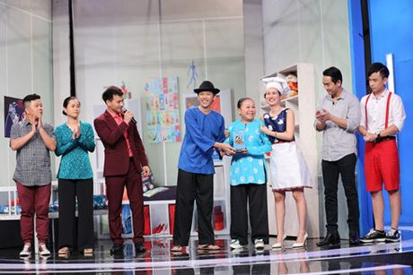 Hua Vi Van bi Tran Thanh 'ep hon' trong On gioi cau day roi - Anh 6