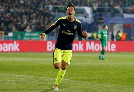 The thao 24h: Arsenal giu chan Ozil bang luong 'khung' - Anh 1