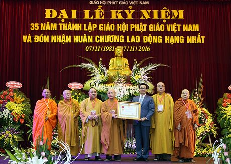 Phat giao Viet Nam gan bo, dong hanh voi dan toc - Anh 3