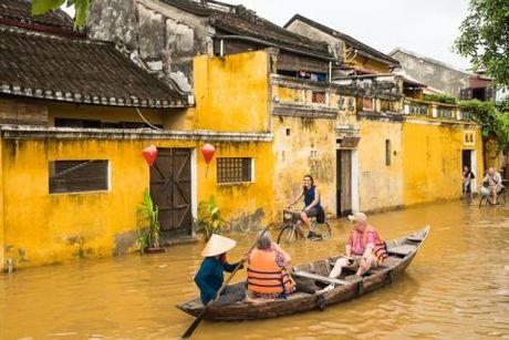 Hoi An ngap nuoc van hut khach: Ong Nguyen Su ly giai - Anh 2