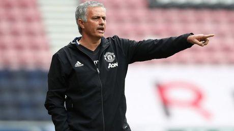 Mourinho chi dich danh nhom 'phan loan' o M.U - Anh 1