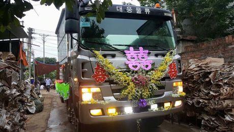 Hot tren face: Pham Quynh Anh 'dan mat' con re tuong lai, dam cuoi di dong tren xe tai - Anh 1