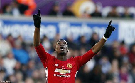 Swansea 1-3 Man United: Paul Pogba va Ibrahimovic dap tra chi trich - Anh 1