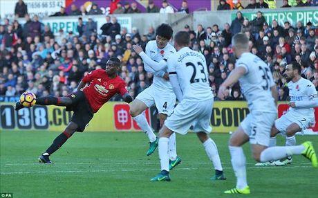 Swansea 1-3 Man United: Paul Pogba va Ibrahimovic dap tra chi trich - Anh 3