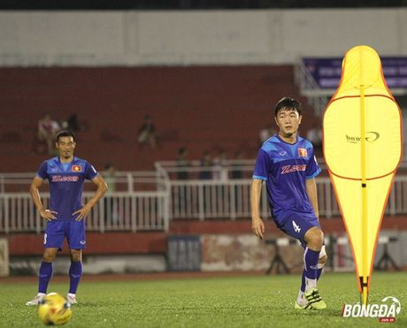 Cong Phuong, Xuan Truong ghi diem trong mat HLV Huu Thang - Anh 1