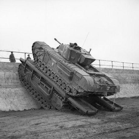 Kinh ngac suc manh xe tang hang nang Churchill trong CTTG 2 - Anh 13