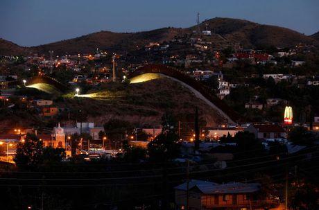Kham pha cuoc song o khu vuc bien gioi My-Mexico - Anh 4