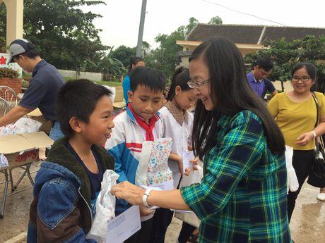 Phong GD&DT Hai Chau (Da Nang) quyen gop ung ho giao duc vung lu Quang Binh - Anh 1