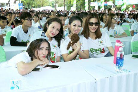 Ngoc Thanh Tam cung dan sao Viet xuong duong 'Chay vi trai tim' - Anh 10