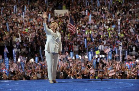 FBI 'giai thoat'cho ba Clinton 2 ngay truoc cuoc bau cu - Anh 1