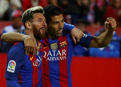 Messi va Suarez giup Barcelona loi nguoc dong tren san Sevilla - Anh 1