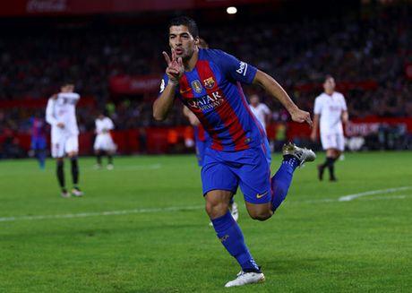 Messi va Suarez giup Barcelona loi nguoc dong tren san Sevilla - Anh 3